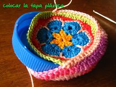 ❤~Crochet ~❤ Very clever idea. This makes up to be a pincushion. Crochet Home, Love Crochet, Crochet Gifts, Beautiful Crochet, Diy Crochet, Crochet Flowers, Crochet Motifs, Crochet Granny, Crochet Stitches