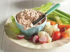 Tuna Dip with Veggies Recipes. Tuna Dip Drain the tuna and spoon the meat into a bowl. Read more. Veggie Recipes, Seafood Recipes, Sweet Recipes, Healthy Recipes, Tuna Dip, Baked Vegetables, Veggies, Fennel Salad, Cottage Pie