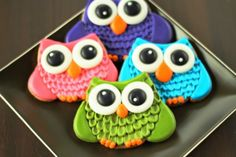 These Owl Cookies are made from sugar cookies decorated with royal icing. Simple decorating technique will make your cookies look like they heave feathers. Owl Cakes, Cupcake Cakes, Cupcakes, Fall Cookies, Cute Cookies, Bird Cookies, Valentine Cookies, Candyland, Cookies Fondant