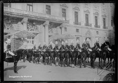 Guardia Real frente del Palacio 1900 Archivo Azpiazu