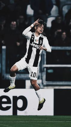 Ronaldo Football, Messi And Ronaldo, Ronaldo Juventus, Cristiano Ronaldo, Liga Soccer, Cr7 Junior, Juventus Players, Football Images, Soccer News