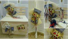Βαπτιστικό Σετ με θέμα Vespa. Ξύλινο παγκάκι στολισμένο με καρό υφάσματα - λινάτσα - γάζες και καδράκια ίδια με το προσκλητήριο της βάπτισης! Gift Wrapping, Gifts, Gift Wrapping Paper, Presents, Wrapping Gifts, Favors, Wrap Gifts, Gift