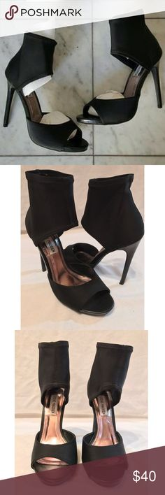 Steve Madden black heels *New* Size 5.5 Steve Madden black peep toe heel with elastic ankle. Steve Madden Shoes Heels