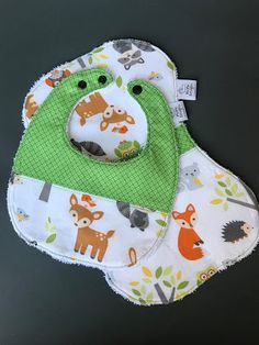 PiePie Designs: Embroidered Baby Bibs