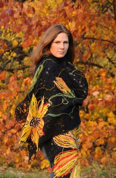 """Handmade shawl """"Sunflower"""" decorated with textile flowers 