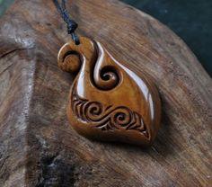 Maori Angelhaken und dual Koru Design. von JackieTump auf Etsy