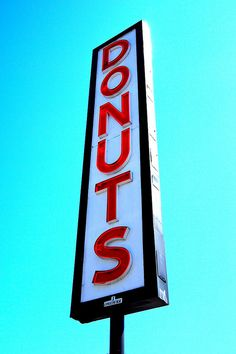 flvor:  Neon donuts sign by БРАТСТВО on Flickr.