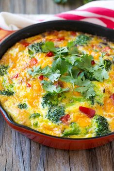 Easy Garden Veggie Frittata recipe, made with eggs mixed with a variety of colorful vegetables and cheese, baked to perfection and topped with fresh herbs. Veggie Frittata, Breakfast Frittata, Frittata Recipes, Diet Soup Recipes, Real Food Recipes, Healthy Recipes, Egg Recipes, Salad Recipes, Healthy Food