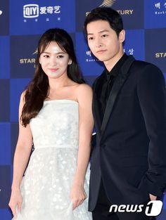 14 Photos of Song Joong Ki and Song Hye Kyo looking absolutely stunning on the Baeksang Awards red carpet