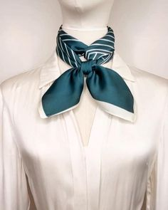 Ways To Tie Scarves, Ways To Wear A Scarf, How To Wear Scarves, Scarf Wearing Styles, Scarf Styles, Diy Fashion Hacks, Fashion Outfits, Mode Turban, Diy Clothes