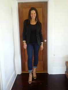 Work outfit with Jeans. Classic crew neck and blazer, finished hair and make-up