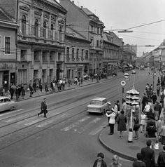 Széchenyi utca a Szemere utcától az Ady híd felé nézve. Budapest, Socialism, Old Pictures, Historical Photos, Hungary, Vintage Photos, Arch, The Past, Street View