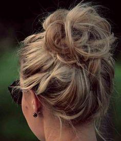 High Messy Bun Hairstyles Ideas High Messy Bun Hairstyles IdeasMessy hair everywhere. Who doesn't like perfect messy hair? Whether your hair is short, medium or long, h Messy Bun Hairstyles, My Hairstyle, Pretty Hairstyles, Messy Updo, Winter Hairstyles, Perfect Hairstyle, Wedding Hairstyles, Fast Hairstyles, Chignon Bun