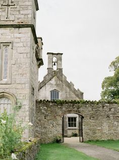 Organic and minimalistic bridal editorial we curated at Borris House - a premier Irish wedding venue. Exquisitely captured by fine art photographer Alice Ahn. Castle Wedding Inspiration, Houses In Ireland, Irish Wedding, Green Wedding, Twine, Wedding Designs, Wedding Venues, Editorial, Organic
