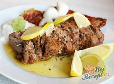 Souvlaki s tzatziki Healthy Eating Tips, Healthy Nutrition, Greece Food, Just Eat It, Vegetable Drinks, Tzatziki, Fruits And Vegetables, Steak, Grilling