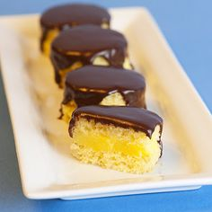 new from the Jelly Shot Test Kitchen Team . Boston Cream Pie Jelly Shot - it's a cake, it's a jelly shot, it's a boozy lit. Just Desserts, Delicious Desserts, Dessert Recipes, Yummy Food, Party Desserts, Health Desserts, Cake Shots, Dessert Shots, Gelatin Recipes