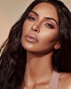 Kim Kardashian Wears 'Classic' Makeup in KKW Beauty Ads Robert Kardashian, Kim Kardashian Kylie Jenner, Kardashian Beauty, Kardashian Style, Kendall Jenner, Beauty Ad, Beauty Makeup, Hair Makeup, Makeup Eyes
