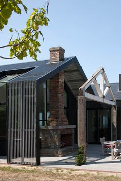 Jolson : Whitehall Black House Fusing the old and new. Pinned to Architecture by Darin Bradbury.