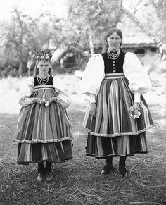 Mother and daughter from Złaków Kościelny, Poland, 1932. Łowicz type of costume.Photography by Henryk Poddębski, source: szukajwarchiwach.gov.pl Folk Costume, Costumes, Poland Culture, Polish Folk Art, Draw On Photos, Types Of Photography, Colorful Wallpaper, Folklore, Traditional Outfits