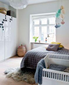 Ikea-skabe med blanke, hvide låger - Kreabolig: Kreativitet i det gamle slagteri - Boligliv