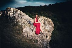 Dramatic Red Dress Shooting Photo: Rainer Hess Model: www.instagram.com/nataliedaniellevalier #professionell #model #photoshooting #stone #berge #dramatic #dramatisch #wald #natur #wild #forest #woods