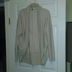 Cocoon Sweatshirt Cardigan-NWOT Cocoon Sweatshirt Cardigan that's nwot from Old Navy. The cocoon style just doesn't look right on me but I LOVE this piece. It's the perfect oatmeal shade and is amazing comfortable fleece on the inside! Size large Old Navy Sweaters Cardigans