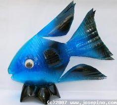Bleu fish from plastic bottle Plastic Bottle Flowers, Plastic Bottle Crafts, Plastic Art, Diy Bottle, Plastic Animals, Recycle Plastic Bottles, Sea Crafts, Fish Crafts, Recycled Art Projects