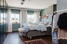 Inspiring transitional style update to small home in Massachusetts