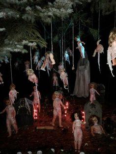 ideas for halloween haunted trail Halloween Prop, Casa Halloween, Scary Halloween Decorations, Scary Halloween Costumes, Halloween Haunted Houses, Outdoor Halloween, Halloween Horror, Halloween Party Decor, Holidays Halloween