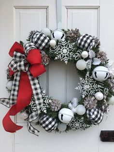 Check out our pick of Christmas door decorations! We have all sorts of Christmas door wreaths, so you will definitely be able to find the best one. Christmas Ornament Wreath, Christmas Wreaths To Make, Noel Christmas, Holiday Wreaths, Frozen Christmas, Winter Wreaths, Christmas Ideas, Christmas Reef, Country Christmas Ornaments