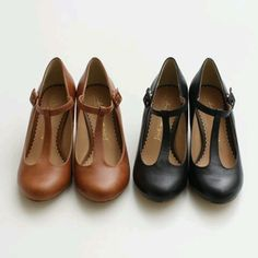 Simple T-strap shoes