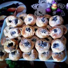 Fotografie receptu: Sádlové koláče Sweet And Salty, Pavlova, Doughnut, Sweet Recipes, Donuts, Sushi, Cheesecake, Food And Drink, Treats