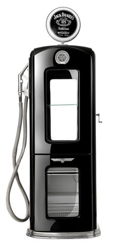 What Appliances Do You Need for the Ultimate Home Bar - Man Cave Home Bar Jack Daniels, Le Terminal, Pompe A Essence, Old Gas Pumps, Cool Garages, Man Cave Home Bar, Man Cave Garage, Man Room, Old Kitchen