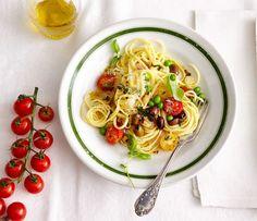 Linguine mit Erbsen und Kirschtomaten: Ein sonniges Pastagericht das uns von Mittelmeer und Bella Italia träumen lässt.