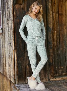 Delicate patterning from vintage lace twines our joggers have an elasticized drawstring waist, cuffed ankles and top-stitched seaming. Best Pjs, Peruvian Connection, Pajama Bottoms, Ethical Fashion, Women's Fashion, Vintage Lace, Drawstring Waist, Country Girls, Cotton Tee