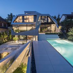 Light-flooded residential building developed in a crystalline and conspicuous shape Futurism Architecture, Architecture Origami, Architecture Design, Amazing Architecture, Entrance Lighting, D 20, Cool House Designs, Luxury Villa, Luxury Homes