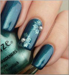 Pearl snowflakes #nailart #nails