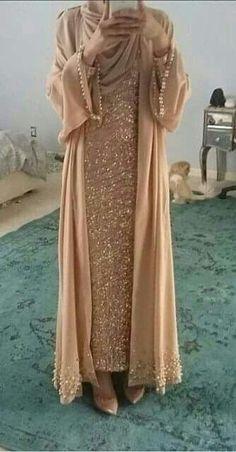 Abaya Style 21246 Hijab Fashion Selection of over 100 looks in trendy and chic Abaya Islamic Fashion, Muslim Fashion, Modest Fashion, Fashion Dresses, Muslim Dress, Hijab Dress, Hijab Outfit, Hijab Abaya, Hijab Fashion 2017