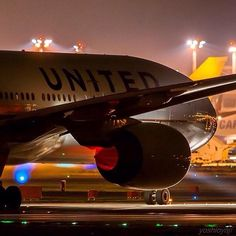 Night Flight - United B777