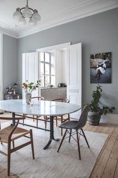 Sarah og Christian var tæt på at købe sig fattige i farveprø Decor, Dining Room Remodel, Room Design, Dining, Dining Room Design, Dining Table, Home Decor, House Interior, Living Room Table