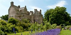 Kellie Castle and Garden Outlander, Castles In England, Scottish Castles, Beautiful Castles, Picnic Area, Abandoned Houses, Historic Homes, Dog Friends, Travel Photos