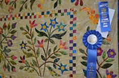 hand applique quilts - Google Search Hand Applique, Applique Patterns, Applique Quilts, Applique Designs, Pattern Design, Google Search, Rugs, Home Decor, Farmhouse Rugs
