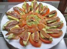 Anchovy and salmon salad Gourmet Recipes, Snack Recipes, Cooking Recipes, Healthy Recipes, Sardine Recipes Canned, Tostadas, Fruit Buffet, Mango Salat, Great Recipes