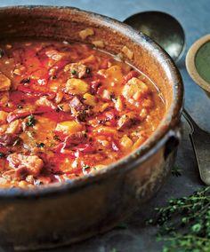Patatas a la riojana .Omar Allibhoy's recipe for Spanish-style Potatoes… Tapas Recipes, Pork Recipes, Mexican Food Recipes, Great Recipes, Favorite Recipes, Spanish Cuisine, Spanish Food, Spanish Style, Roast Dinner
