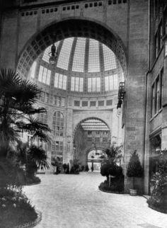 BERLIN 1909, Kaisergalerie an der Friedrichstrasse, im Krieg weitestgehend zerstört, nach der Wende Kulturhaus 'Tacheles'