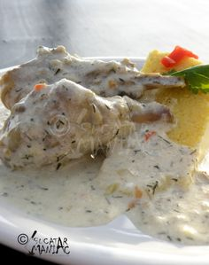 ciulama,pui,marar,sos,mamaliga,reteta,bucatar maniac Romanian Food, Romanian Recipes, My Recipes, Cooking Recipes, Food To Make, Fish, Meals, Chicken, Chili