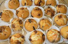 Studentské muffiny - hrnkový recept | NejRecept.cz Kefir, Food And Drink, Cupcakes, Mugs, Breakfast, Basket, Fine Dining, Morning Coffee, Cupcake Cakes