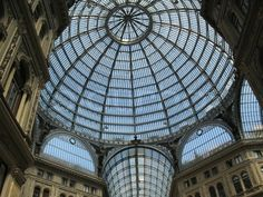 1708973-arch-celling-construction-made-of-iron-and-glass-in-gallery-umberto-in-napoly-italia.jpg (800×600)