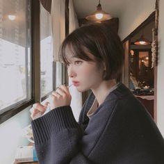 """은비 on Instagram: """"다정한 사람이 최고야"""" Kpop Short Hair, Korean Short Hair, Cute Hairstyles For Short Hair, Girl Short Hair, Pretty Hairstyles, Short Hair Cuts, Medium Hair Styles, Curly Hair Styles, Shot Hair Styles"""