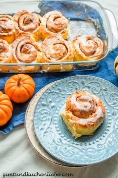 Kürbis-Cheesecake Zimtschnecken Cinnamon Roll Cheesecake, Pumpkin Cheesecake, Fall Recipes, Sweet Recipes, Sweet Bakery, Beautiful Desserts, Snacks, Vegan Baking, Cinnamon Rolls